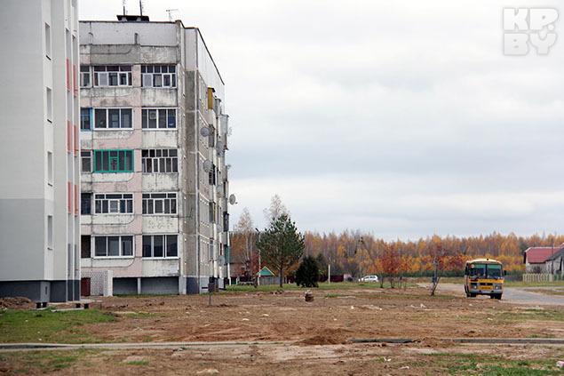 Больше всего детей играет возле новостроек, но холодным октябрьским днем здесь пустынно. Фото: Ксения Савченкова.