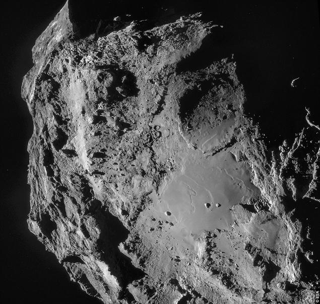 Четкие снимки кометы Чурюмова-Герасименко, позволили рассмотреть НЛО, паривший рядом с ней