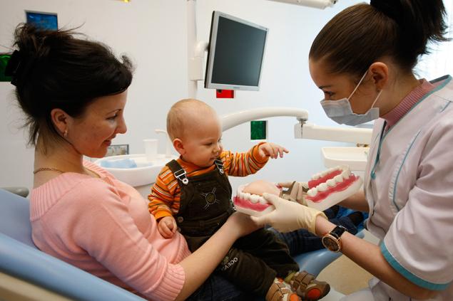 В Челябинске станет больше бесплатных стоматологов для детей