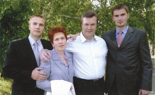 Александр Янукович рассказал, почему брата похоронили в Крыму (интервью) фото