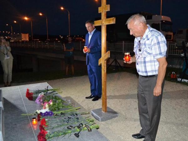 Глава Крымска (на фото слева)
