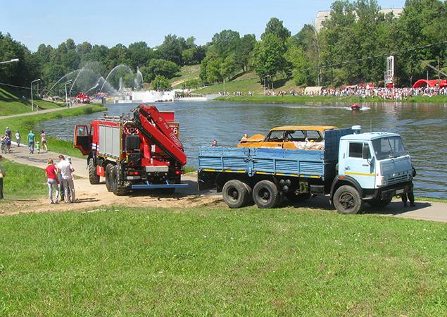 В Витебске в парке отдыха автомобиль влетел в реку, фото-4