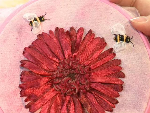 Тютелька в Тютельку: Пчелочка златая, что же ты жужжишь