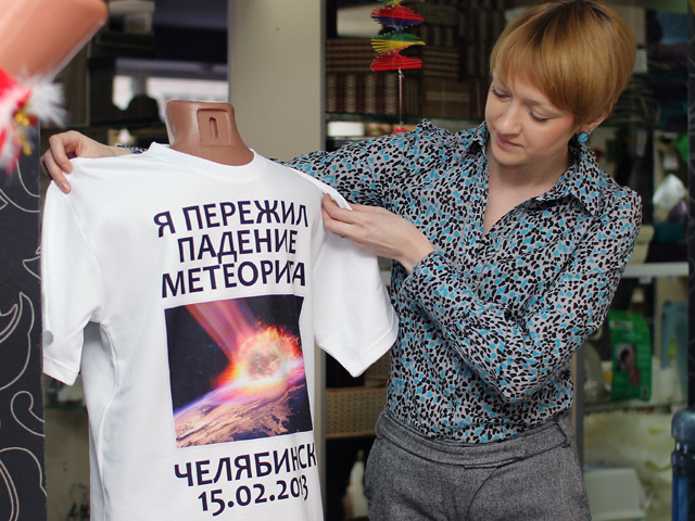 В Челябинске в продаже появились футболки «Мы пережили метеорит»