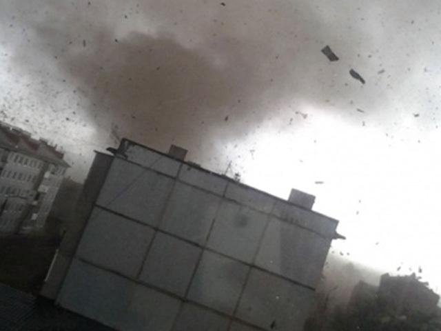 Ураган в Ефремове: 16 человек пострадали, повреждены 40 машин и 50 домов