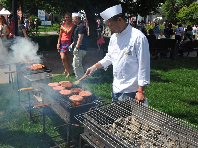 В саду «Эрмитаж» проходит фестиваль мировой еды и путешествий