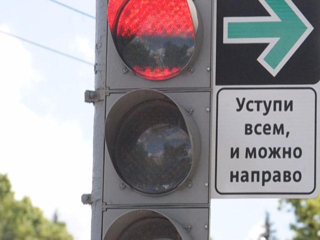Водителям разрешили поворачивать на красный свет, но они...боятся это делать