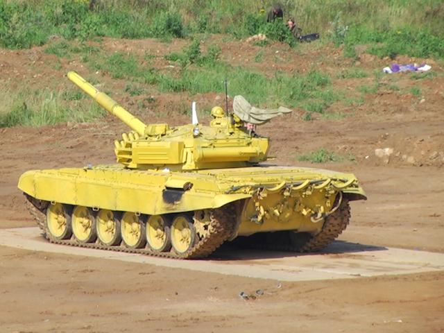 В Подмосковье стартовал танковый биатлон