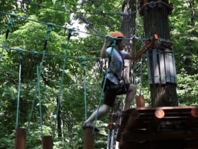 В Филях для детворы организовали бесплатные занятия в веревочном городке
