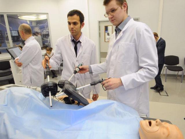 Как будущих врачей учат лечить в виртуальной клинике