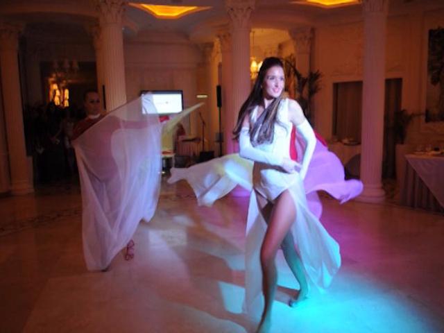Финалистки «Красы России 2013» продемонстрировали жюри вечерние платья и оригинальные наряды