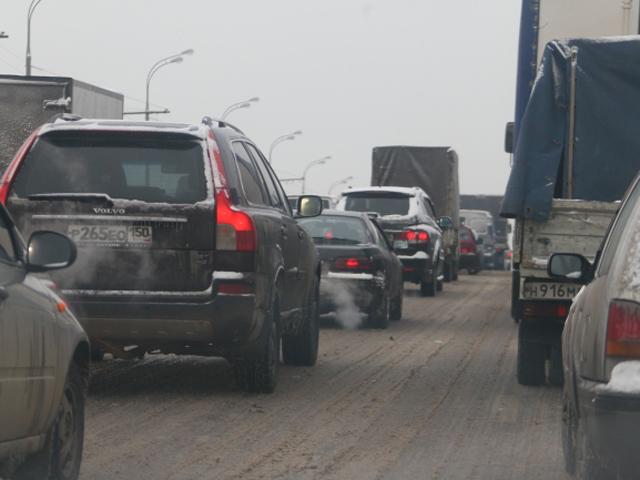 Из-за погоды автомобилистов просят пересесть на общественный транспорт