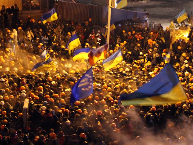 Митингующие в центре Киева готовы отдать спецназу щиты