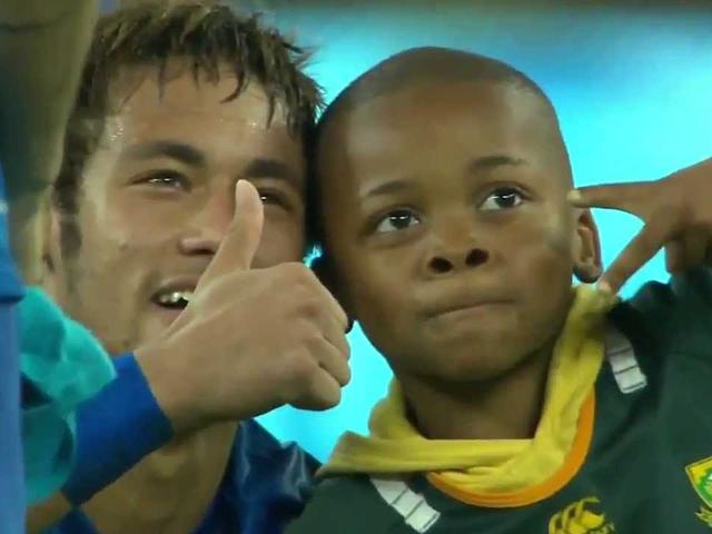 Футболисты сборной Бразилии исполнили мечту маленького мальчика