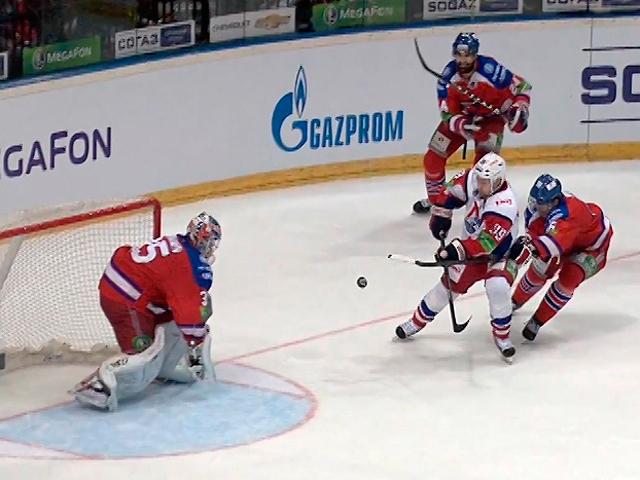 Белорусский хоккеист забил гол фантастической красоты