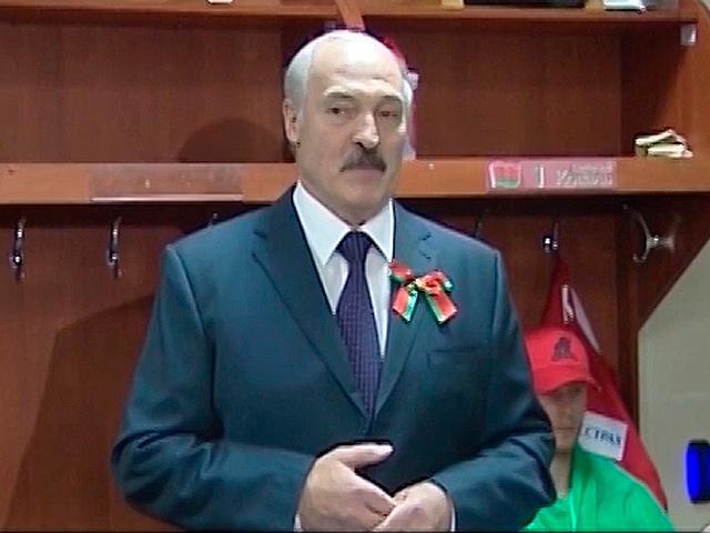Лукашенко учит белорусских хоккеистов играть