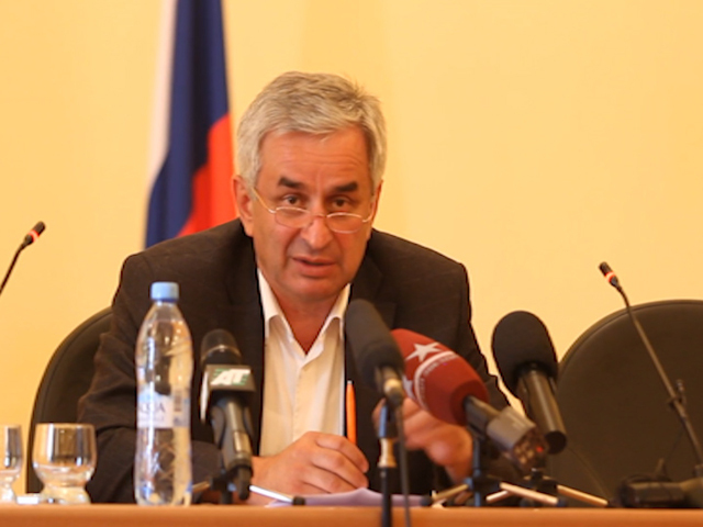 Рауль Хаджимба, один из лидеров абхазской оппозиции: Сегодня в Абхазии президента нет!
