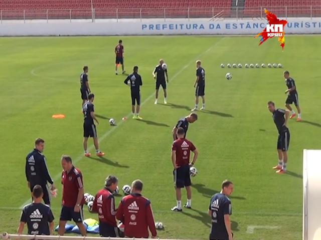 Сборная России по футболу готовится к первому матчу на ЧМ-2014 в Бразилии