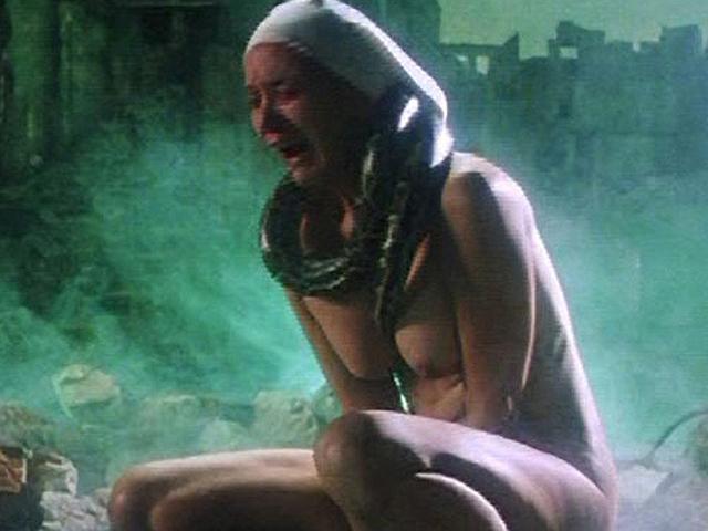 Последний раз голая Салли Керкленд появлялась на экране в возресте 69-лет