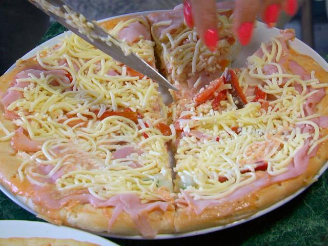 Как вкусно накормить семью, приготовив пиццу за четыре минуты