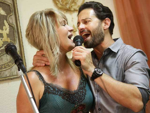 Антон Макарский заставил жену танцевать босиком