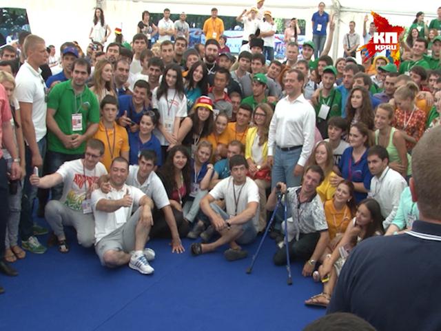 Дмитрий Медведев приехал на  молодежный форум «Машук»