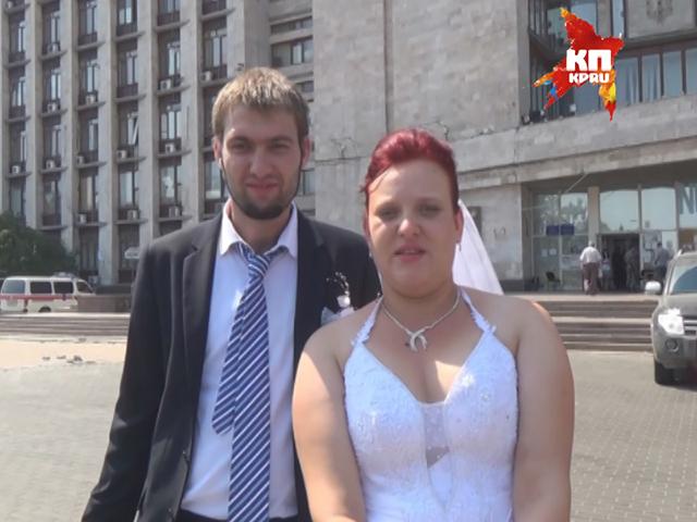 В Донецке люди продолжают играть свадьбы, несмотря на введенный режим АТО