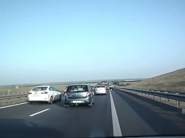 В Интернет выложили видео крупного ДТП, случившегося неделю назад на трассе в Воронежской области