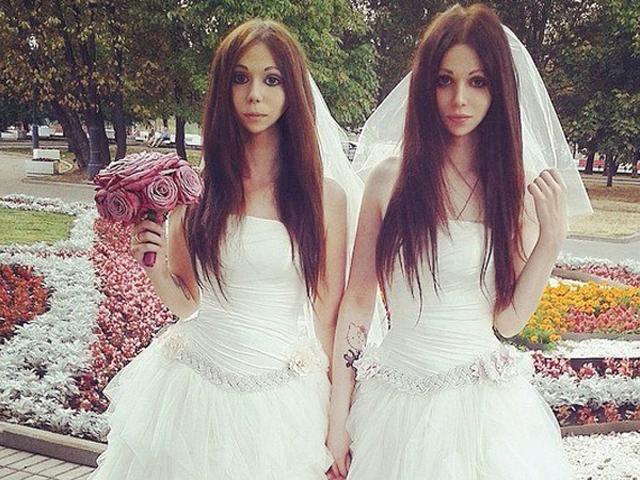 Сотрудник ЗАГСа рассказала как  поженила двух невест