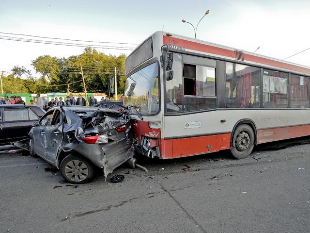 В ДТП в Перми с автобусом пострадали 15 автомобилей