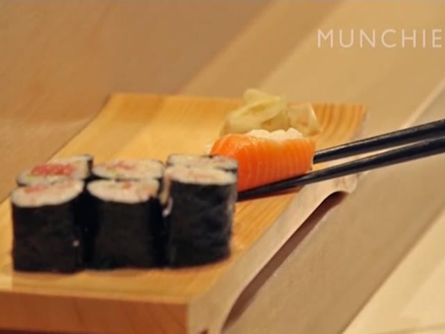 Видео-урок от сушиста: как правильно есть суши