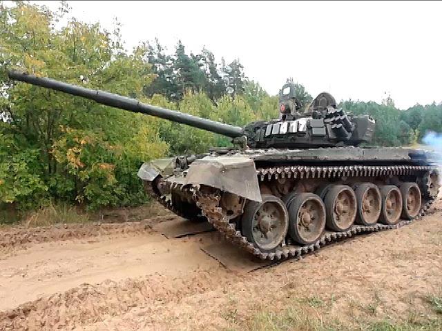 В Гродно с помощью танка протестировали резиновые покрытия, сделанные из старых шин