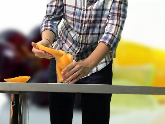 """Лайфхаки от """"КП"""": Как легко почистить киви и разбить арбуз"""