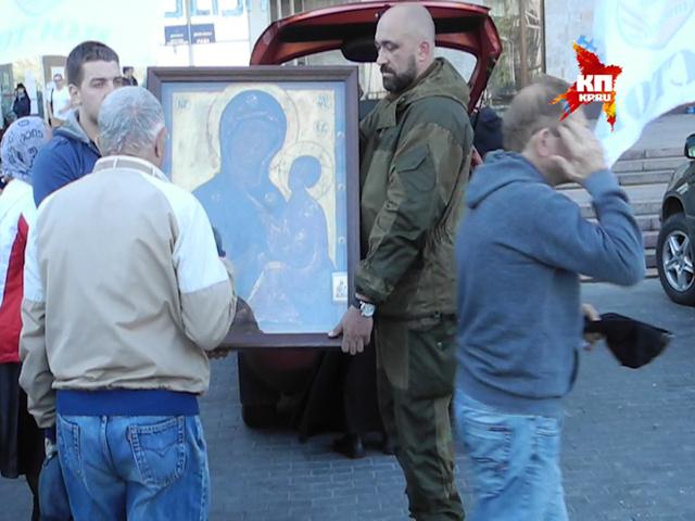 В Донецк доставили Тихвинскую ополченную икону Божьей Матери