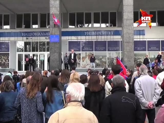 Возле Донецкого Национального Университета прошел митинг против перевода ВУЗа в Винницу