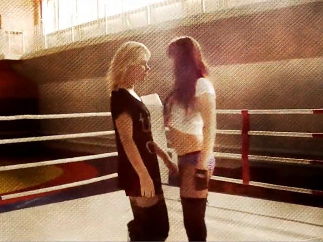 Танцовщицы сразились на боксерском ринге