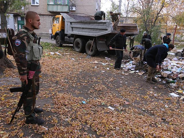 Военнопленные из батальона «Донбасс» восстанавливают разрушенный Иловайск