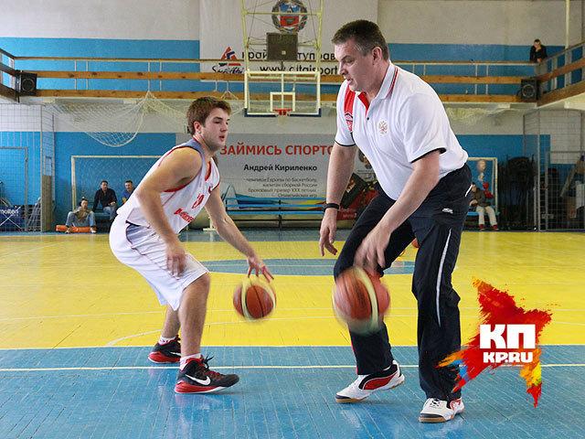 Главный тренер мужской национальной команды по баскетболу Евгений Пашутин провел в Барнауле мастер-класс (октябрь 2014 года)