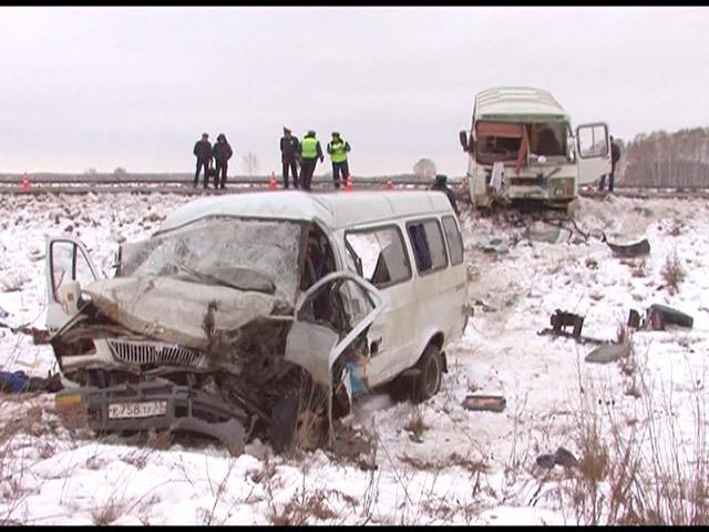 В Омске маршрутка врезалась в рейсовый автобус