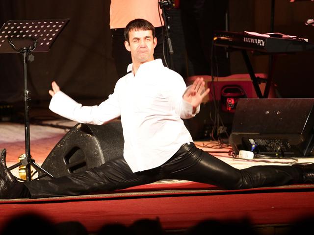На своем юбилейном концерте в Минске Дмитрий Певцов сел на шпагат