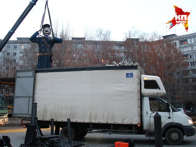 Памятник Дяде Степе начали устанавливать в Нижнем Новгороде