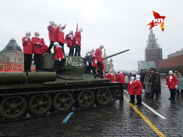 В Москве прошел марш, посвященный параду 1941 года
