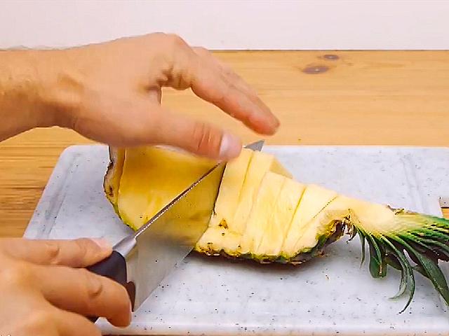 Как нарезать ананас за 30 секунд!