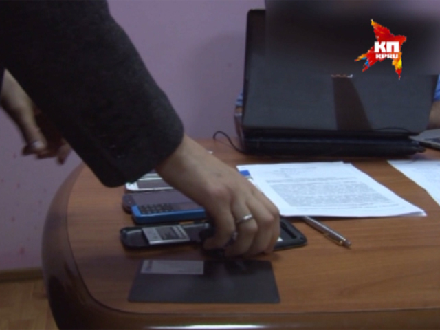 Пресечена деятельность группы, участники которой реализовывали мобильные телефоны с шпионской программой