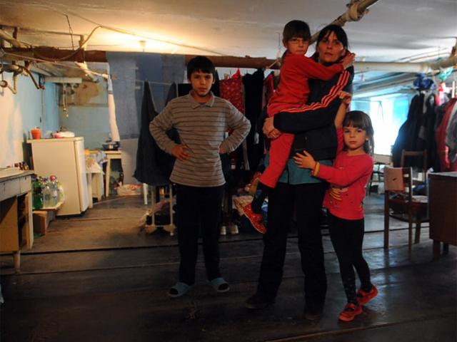 Врач из Донецка с четырьмя детьми живет в подвале больницы