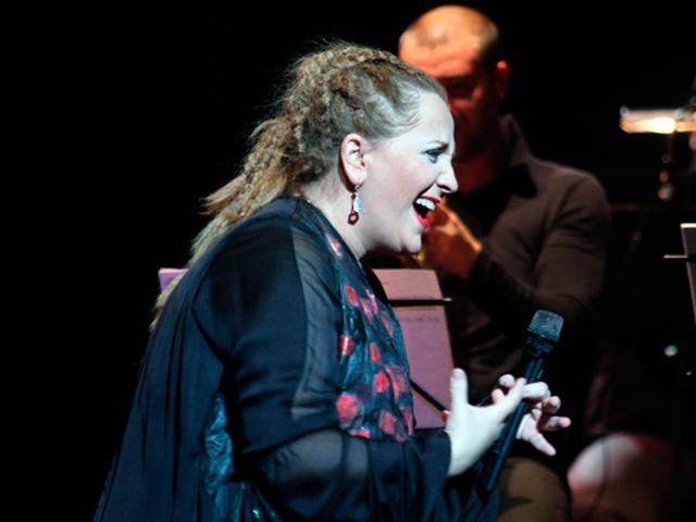 Ценители джазовой музыки овациями встретили удивительный концерт Нино Катамадзе в Минске