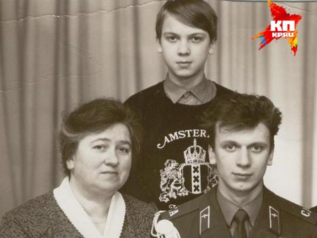 """Накануне дня матери """"Комсомолка"""" выяснила, как мамы звезд повлияли на их карьеру"""
