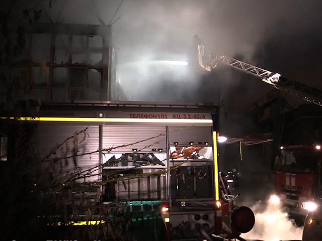 После крупного пожара на севере Москвы в больницу доставлены два человека