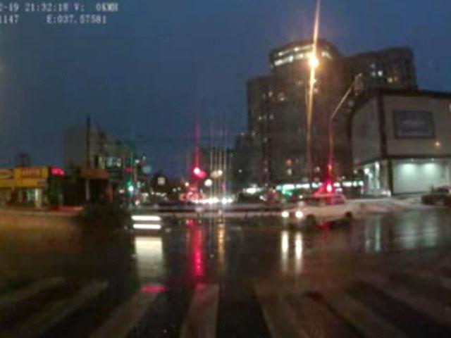 Авария в Москве: Иномарка промчалась на «красный» и снесла несколько машин