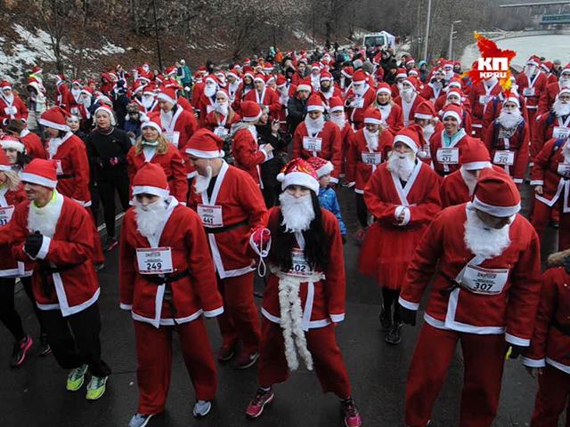 В Москве прошел забег Дедов Морозов